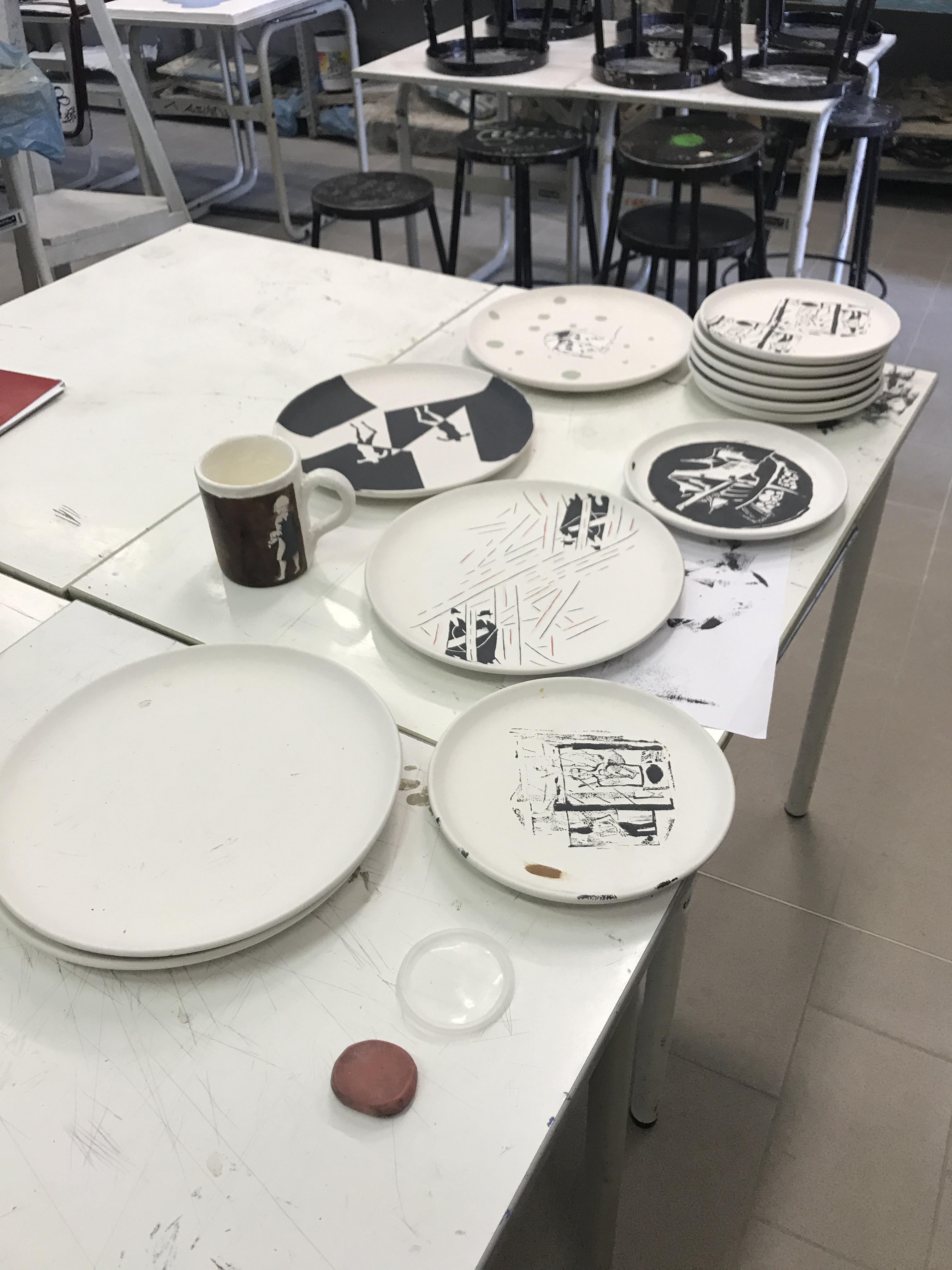 Lavorazione dei piatti di ceramica